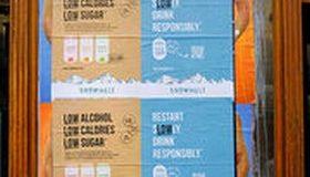 Soda alcoolisé Snowmelt : des affichages sauvages pour s'affranchir de la loi
